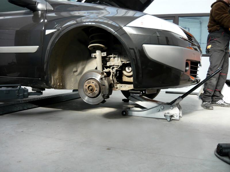 masina-la-rampa-mecanica-auto