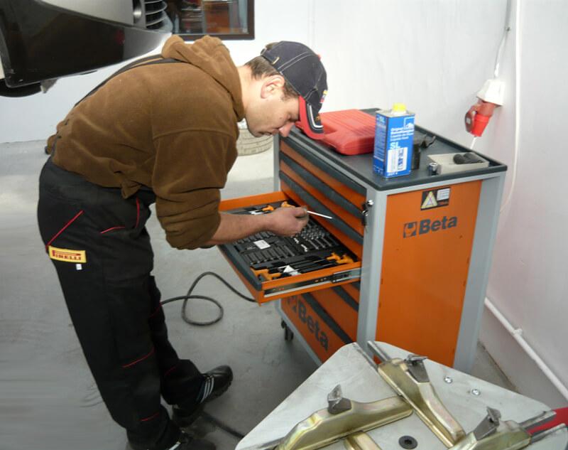 mecanic-auto-dulap-scule